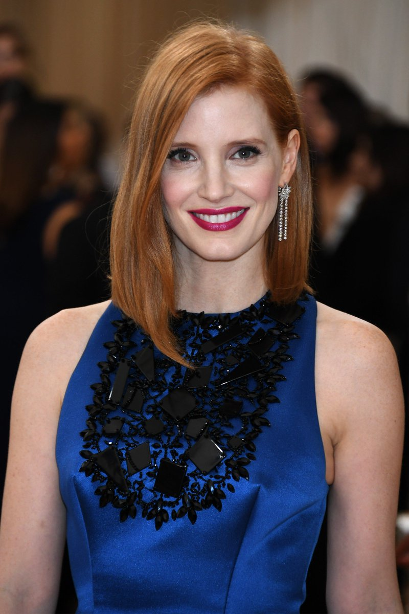 Jessica Chastain ( @jes_chastain ) at the #MetGala 2016 (may 2nd) https://t.co/VM8YXBJgEH