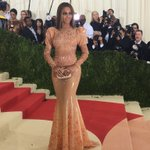 .@Beyonce closes out the #MetGala red carpet in @givenchy. #Beyonce #Givenchy https://t.co/UxXeLMcBtf