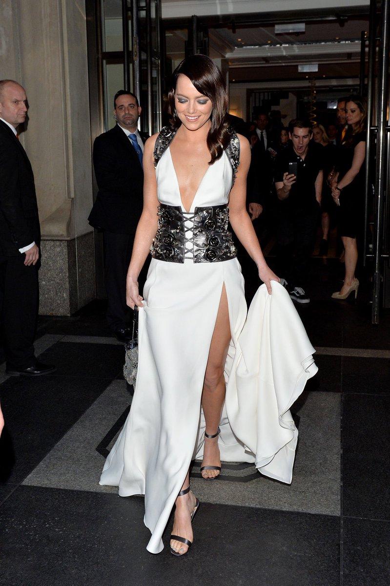 Look at Emma working that @Prada dress like the queen she is #MetGala #EmmaStone https://t.co/xlIkENxfYy