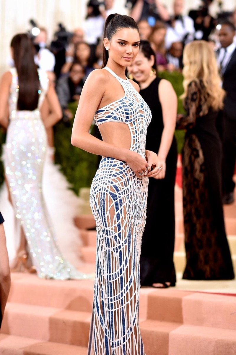 Kendall slayed, she looked stunning and her dress was perfect for the theme #MetGala https://t.co/wgSzfgOP5h