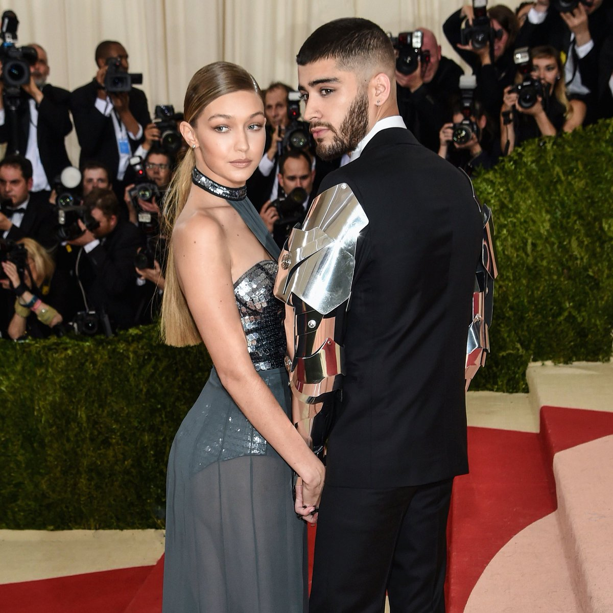 @GiGiHadid lights up the #MetGala red carpet in custom #TommyHilfiger with @zaynmalik https://t.co/UrvxJX6IKr