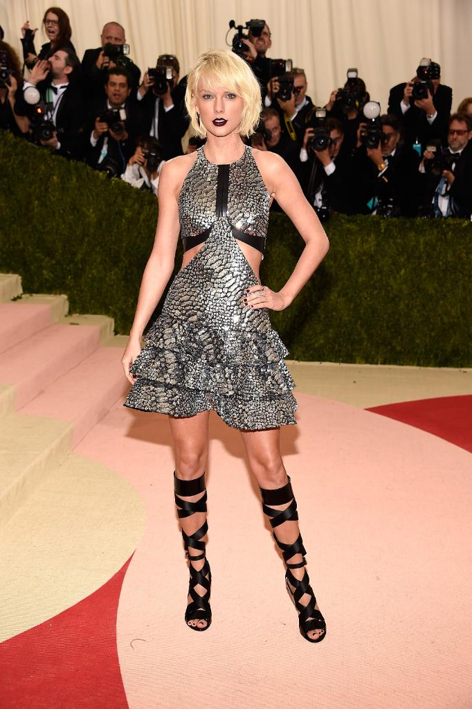 .@taylorswift13 wearing #LouisVuitton by @TWNGhesquiere for the #MetGala https://t.co/NREMFp15dy