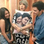 This is so cute omg! ???? James and Nadine with Meme ???? #ShowtimeThisTime #ThisTimePremiereNight https://t.co/Sl8idEA2Px