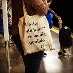 """""""Un día sin leer es un día perdido"""". Lectora en @metro_madrid #Libros #MetroMadrid #LibrosenMovimiento #Madrid https://t.co/7gtaT0a1nK"""