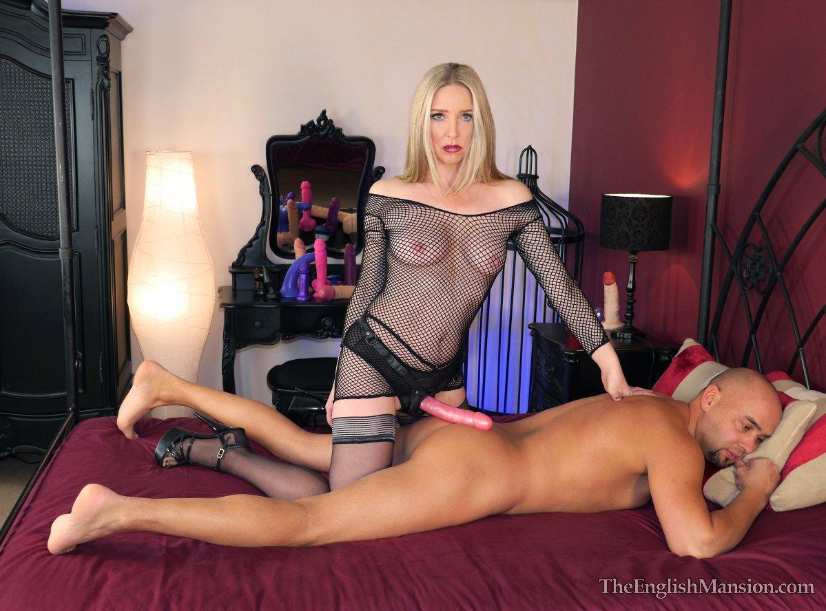 Фото соло со страпоном, Зрелые лесбиянки пробуют страпон и другие порно фото 8 фотография