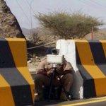 شرطة #عمان السلطانية تعمل في كل الظروف من أجل راحة المواطنين وبالصورة شرطي جالس في الحر https://t.co/R0DucyCoa2