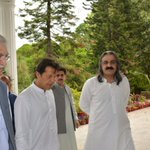 @ImranKhanPTI arrive at CM House KP. Received by @PervezKhattakCM #KPU23Games https://t.co/uUdXDrhng4