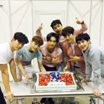 そして、2PM 5th Album「GALAXY OF 2PM」が皆さんの熱い応援のお陰でオリコン週間アルバムランキング(5/9付)の1位を獲得することができました!また一つ光を作ってくださってありがとうございます☆ https://t.co/g9lwPrkM2Z