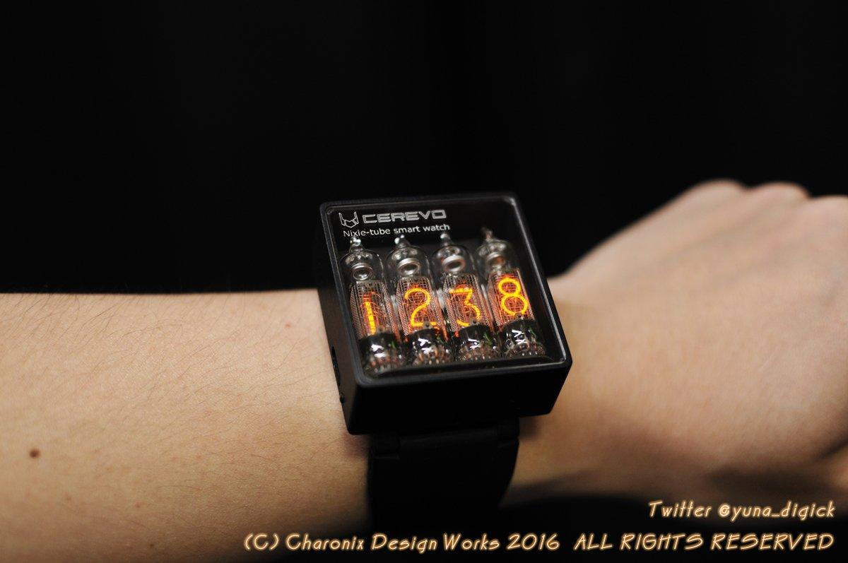 CD90を4本使ったニキシー管腕時計できた。急ごしらえの弁当箱なのでやたらと分厚い。ベルト固定部も含めて削り出せば厚みは半分ぐらいになるかな。 https://t.co/jJT8Juy2bO