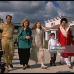 Old picture of late Benazir Bhutto with @HillaryClinton @ChelseaClinton @BBhuttoZardari and Lt Gen Rtd Abdul Qayyum https://t.co/9wWysjzBIv