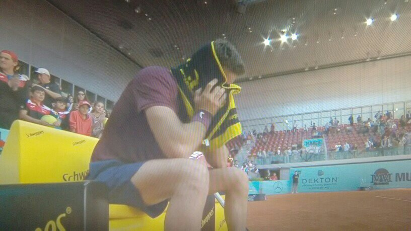Delpo sobbing into his towel after the match. Clearly means a ton to him. https://t.co/C5OvG0je4b