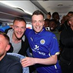 QUALITY: Leicester players spotted this Jamie Vardy lookalike & decided to take him to their celebratory team lunch. https://t.co/j2UIJ05Osg