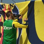 Class! Villarreal players sign #YNWA banner which will be left after the game on Thursday ???????? #LFC #JFT96 #YNWA https://t.co/P3jZX2pY4s