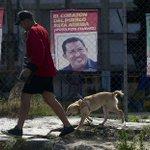 Alcalde de Venezuela dice que la gente está cazando perros, gatos y palomas para comer https://t.co/9lle5eIQjW https://t.co/XsMqcEzPF0