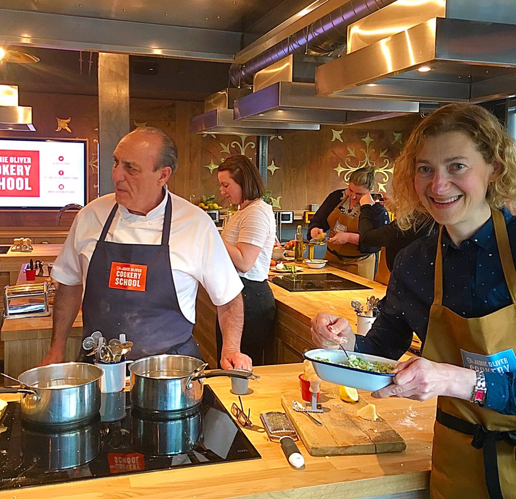 RT @FelicitySpector: That was such fun!! Thank you @gennarocontaldo @JOCookerySchool @jamieoliver for the brilliant pasta class! https://t.…