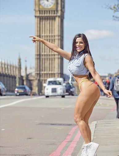 RT @Telemundo: ¡En tanga! #MissBumBum paseó en las calles de #Londres causó revuelo [FOTOS] https://t.co/xiQxrmrYe8 https://t.co/59KypQ94kz