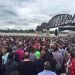 As many Indiana polls close, a large crowd gathers across the Ohio River in Kentucky tonight for @BernieSanders. https://t.co/wE0p77bGrg