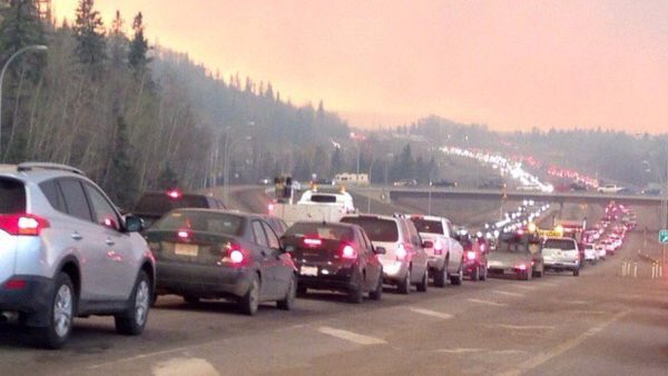 Northern #Alberta highways packed as estimated 29,000 people evacuate #ymmfire #FortMcMurray https://t.co/jyCW2ty0hd https://t.co/fWFeHmsVnw