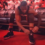 Laced up. ⚡️???? ???? #TORvsMIA (Game 1, Round 2) ???? Air Canada Centre ???? TNT ???? @790theTicket @mix983 ???? MiamiHEAT https://t.co/9xmzJKzV70