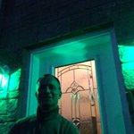 Supporting Mental Health Week by lighting up my home in Green. Je supporte la semaine de la santé mentale! #MHW2016 https://t.co/dYiloVwJaV