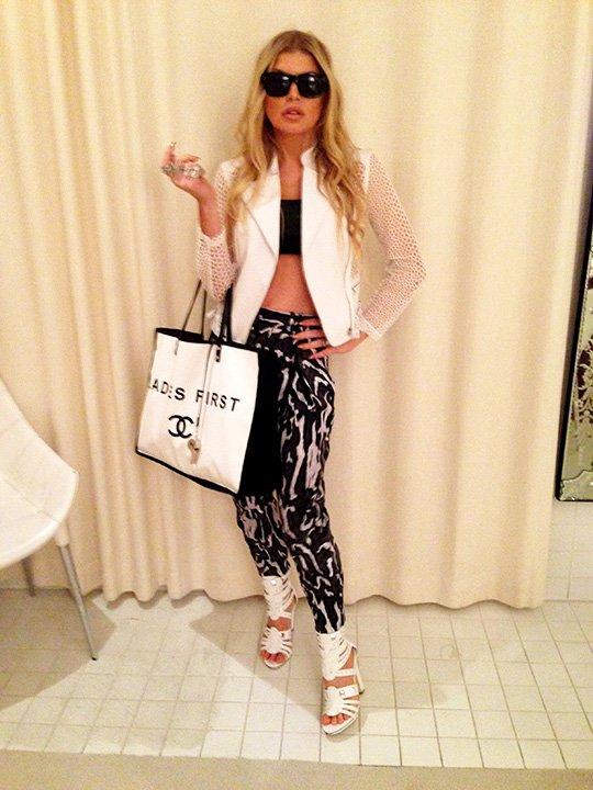 RT @FergieFootwear: #tmbt 2015: @Fergie in BONNIE #sandals 4 friends' @angaa02 & @FormanLauren's #bridalshower!???? https://t.co/5FW5E4E5Pq ht…