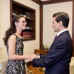 #PorSiNoLoViste | @EPN recibió a Olga Medrano, campeona de Olimpiada de Matemáticas. >> https://t.co/ErIeouJoOZ https://t.co/DODznvdBhI