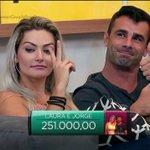 A tranquilidade de quem tem R$ 251.000,00 na conta #PowerCoupleBrasil https://t.co/TrJIX3qEs6