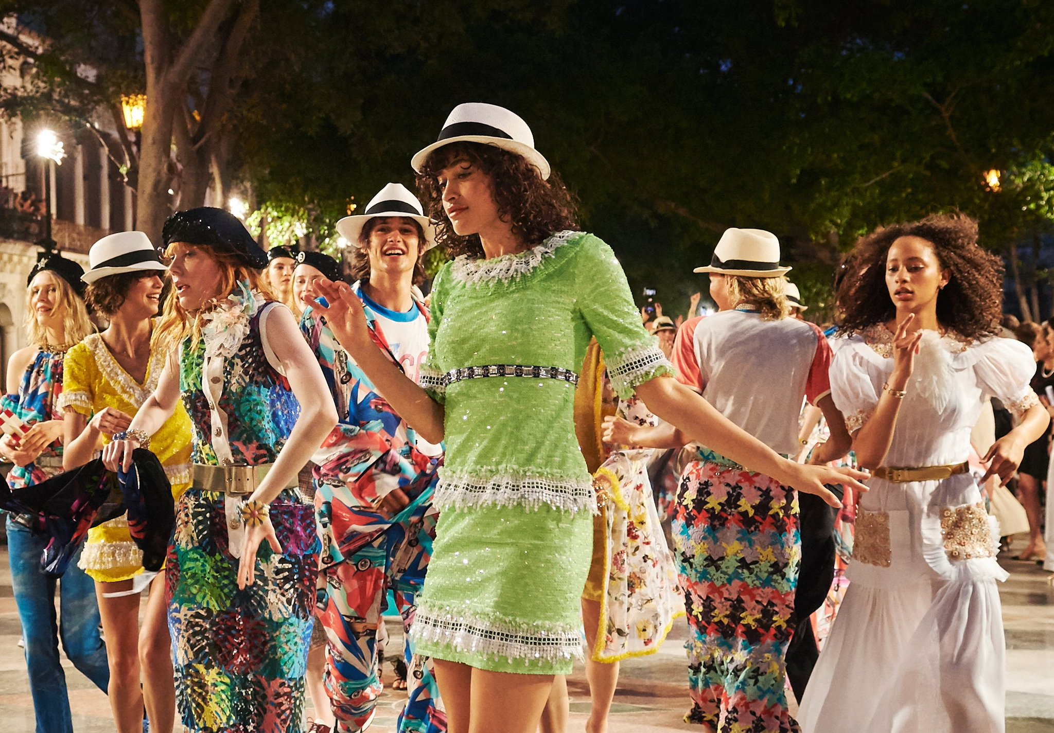 Finale of the Cruise 2016/17 show at the Paseo del Prado, Havana. #ChanelCruiseCuba #CocoCuba https://t.co/rjC9DeXyMj