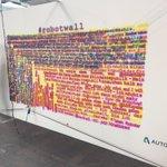 Die Autodesk #robotwall auf der @republica zeichnet jeden Tweet zu #robots nach! #Technik #future #rpTEN https://t.co/PussPbFNSI
