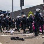 900 Festnahmen: Proteste gegen den Bundesparteitag der AfD in Stuttgart // https://t.co/DvDNxzbya8 https://t.co/AN7UFCGXlj
