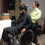 Voller Körpereinsatz für @rponline! Kollegin @JudithConrady testet Virtual Reality bei der @republica. #rpTEN #VR https://t.co/3cOLcyTad9