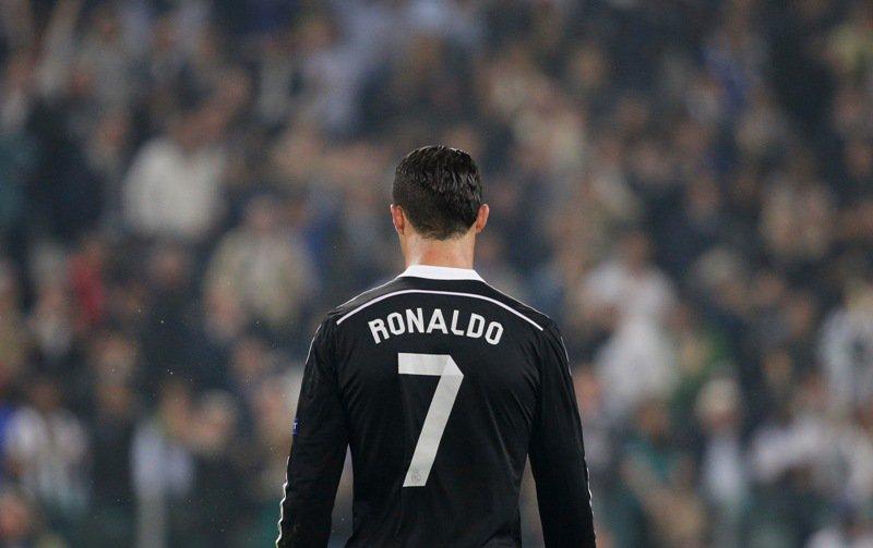 Check out our combined #RealMadrid & @MCFC team - SPOILER ALERT - #Ronaldo makes the cut! https://t.co/GBll5R5iyu https://t.co/job21Tmri0