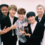never forget this moment...we worked hard together for BTS 1st Win. #방탄_일위_1주년_축하해 #싹다불태워라BTS https://t.co/uvlB5AKfHc
