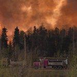 70 000 ont dû évacuer, + grande évacuation liée à feu en #Alberta. Pr faire don: https://t.co/PORtosQnAx #FortMcFire https://t.co/RIDyXZ7vtR