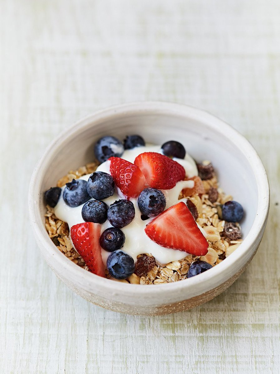 This DIY oaty fruity cereal is one of Jamie's 10 #FoodRevolution recipes: https://t.co/1tat7KPHAb #RecipeOfTheDay https://t.co/iVcreY4r7m