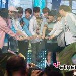 VIXX congratulating SEVENTEEN + Hongbin hugging Woozi & human tower promise for fans #Seventeen1stWin #PrettyU1stwin https://t.co/NLhnKTIfwS