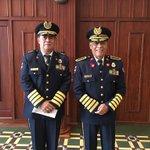 Merecido reconocimiento al coronel de bomberos Danilo Flores y al general retirado Alfonso Medina. #SPS #Honduras https://t.co/z9sCaK4Pdm