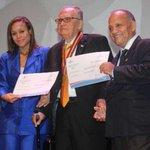 Una medalla prestada, un prrgamino sin firma y cheque de INAC sin fondos fue el premio Rogelio Sinam de este año ???? https://t.co/D4AICtZa09