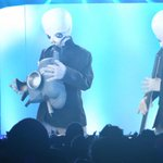 Watch the #StarWars Cantina Band play a reunion show at Coachella. #MayThe4thBeWithYou: https://t.co/veSOtu3g0d https://t.co/JMa4vlxqO0