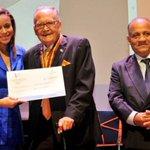 #ElPaisDD Medalla y cheque sin firmar prestado a José Franco. https://t.co/Bdn95SLZWc https://t.co/qrvRmM8djx