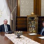 Cumhurbaşkanı Erdoğan ile Başbakan Davutoğlu görüşmesinden ilk kare! https://t.co/E6QsjdliGb https://t.co/5SQbjxkrKZ