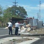 @TReporta @TraficoCPanama contenedor se desprende de camión en San Carlos... precaución. Ambas vías afectadas https://t.co/tflSMCgkD7