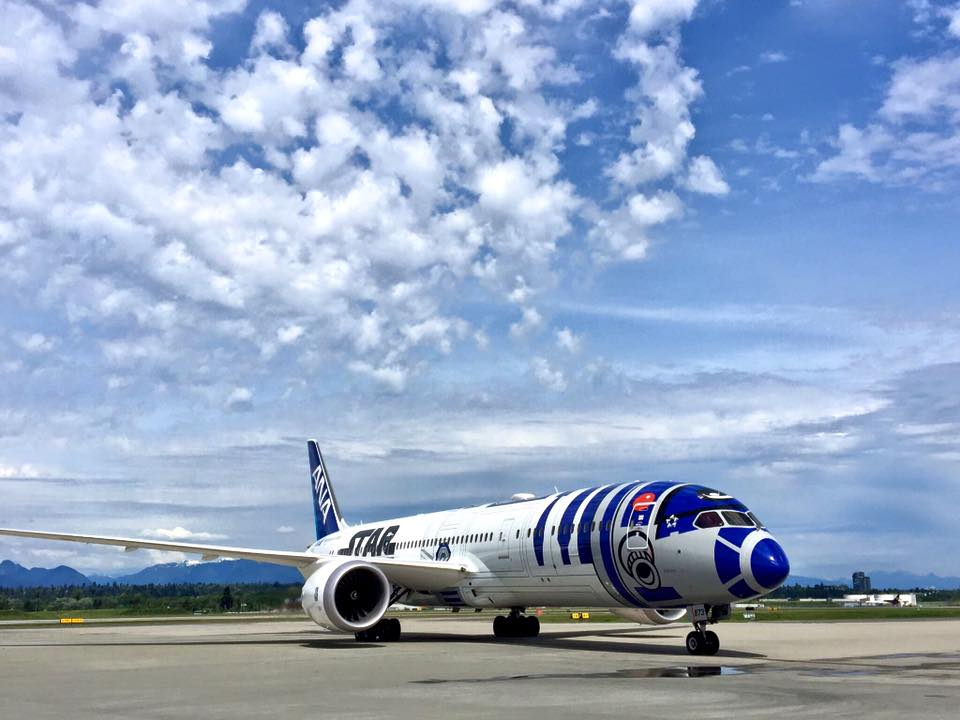 RT @604Now: The StarWars R2-D2 dreamliner made a short return to @yvrairport on Tuesday.