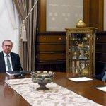 Cumhurbaşkanı Erdoğan ile Davutoğlu görüşmesinde 1 saat 20 dakika geride kaldı https://t.co/ifmUP9Z0cb https://t.co/Oijrp7CG0z