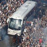 ???????????????? ¡Así recibieron nuestros #RMFans al equipo en su llegada al Bernabéu! https://t.co/BIkBs0ZdKo #RMUCL https://t.co/flYjtViAPT