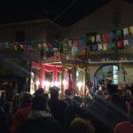Efisio sta lasciando ora il Villaggio Pescatori accompagnato da una folla di fedeli incredibile. #santefisio2016 https://t.co/JehfGWGImr
