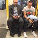esta gente vê o niall no metro e não faz nada se fosse eu já tinha arranjo alguma maneira de parar o metro e o crl https://t.co/9BCDREWIlG
