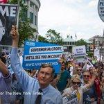 U.S. warns North Carolina that its transgender bathroom bill violates civil rights laws https://t.co/MUecoUAAcB https://t.co/vvpZEROEmM