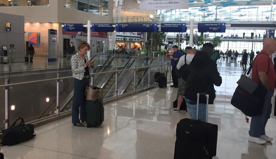 What a difference 1 day can make:Carly Fiorina alone at Indy Airport (by NBC's Steve Handlesman) #Decision2016 https://t.co/VckwS2BBAT