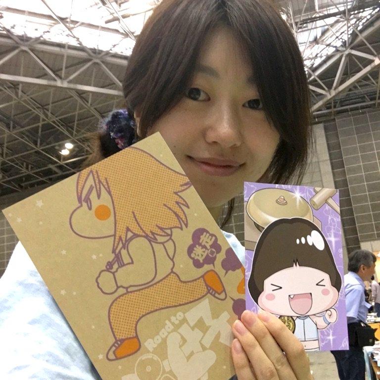 今日は東京ビックサイトにいまーす!コミティアL01b「Road to ぷ女子」にてお待ちしてまーーす!!ハスハスしてまーーーす!!!新刊ご購入でポストカードおまけ付き!東京ビックサイトで本物の那瀬ちゃんを眺めよう! https://t.co/5wdeV5Evco